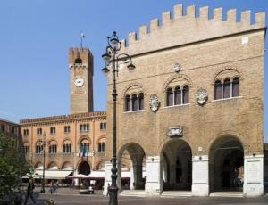 Piazza dei Signori e Palazzo dei Trecento in centro a Treviso